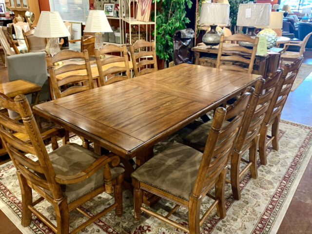 Broyhill Dining Table with 8 Chairs, Leaves & Pads