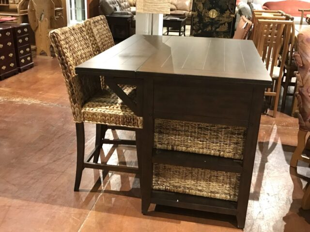 Sunny Designs Kitchen Island with 2 Stools