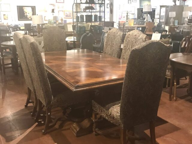 Stanley Table with 6 Chairs and 2 Leaves