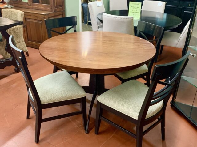 Ethan Allen Table with 4 Chairs & Leaf
