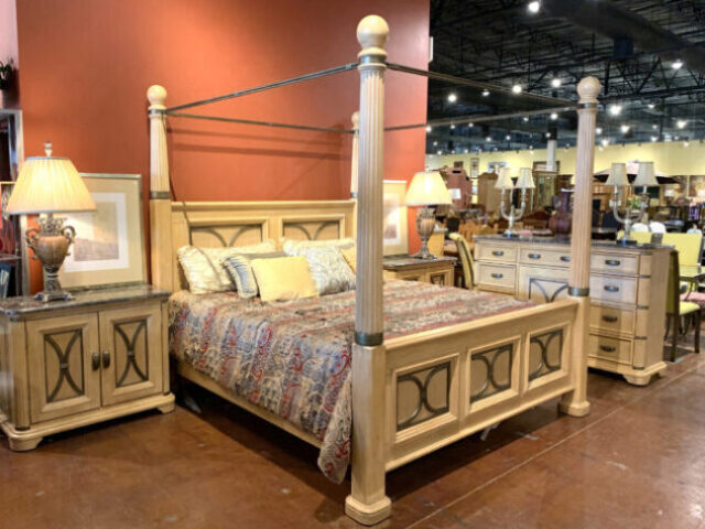EK Bed with Dresser & 2 Nightstands