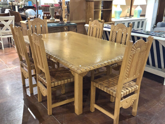 Furniture Creations Table with 6 Chairs